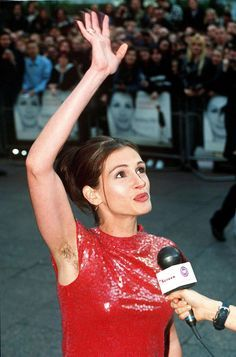 julia roberts with unshaved armpits